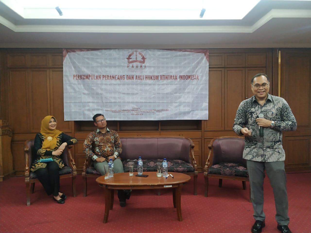 """Pemaparan materi """"Analisis Permasalahan Kontrak Konstruksi dan Penyelesaian Sengketa Konstruksi di Indonesia) oleh Prof Hikmahanto Juwana, S.H., LLM., PhD"""