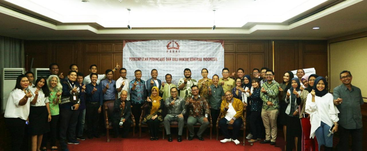 Foto Bersama seluruh Anggota dan Pengurus PAHKI pada Hari Lahir PAHKI ke 1